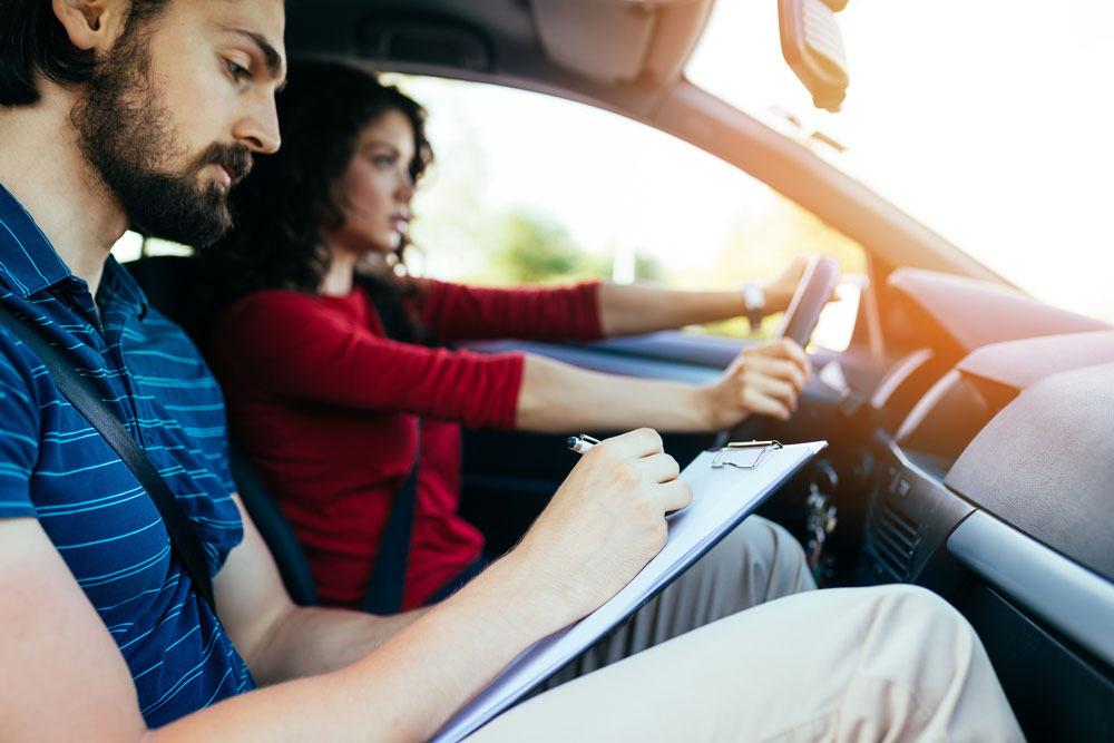 The Ultimate Guide to Choosing a First Time Driving School for Your Teenager